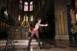 Femen'den Dominique Venner protestosu